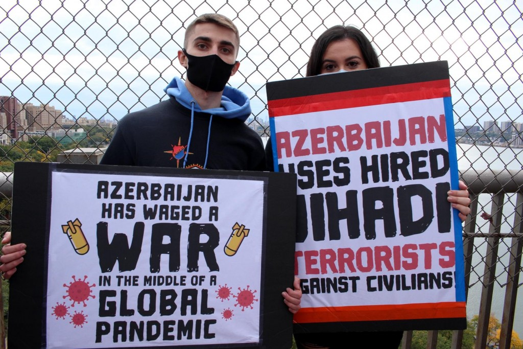 Nairi Diratsouian and Vano Arouch protest at the G.W. Bridge for the recognition of Artsakh. Photo Courtesy of Nairi Diratsouian.