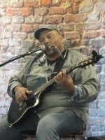 Musician plays in Iowa Hall