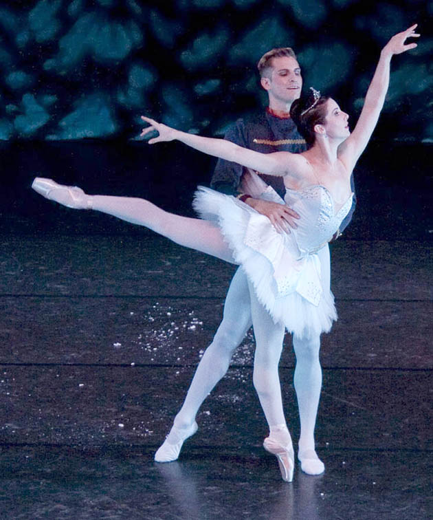 M'Lanie Hunter Dance to perform Nutcracker Ballet Dec. 8 and 9