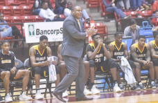 Men's basketball comes up short in Jackson