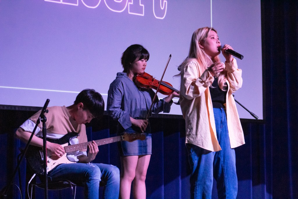 Students perform, compete for prizes at K-pop concert
